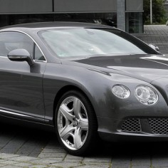 Il Conduit La Bentley Continental De Son Beau Pere Pour Vendre De La Drogue